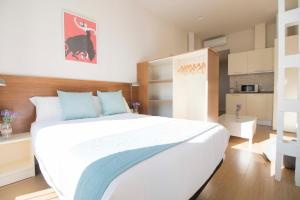 A bed or beds in a room at Opera Apartments - Alameda