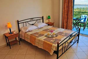 A bed or beds in a room at Pavezzo Apartments