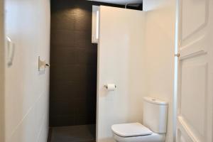 A bathroom at Hola Valencia - Holiday Apartments