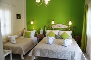 سرير أو أسرّة في غرفة في إيفيزورزيا فيلاز