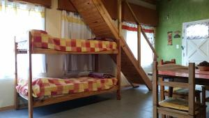 Una cama o camas cuchetas en una habitación  de Duplex Villa Gesell