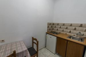 Kitchen o kitchenette sa Hotel Irini