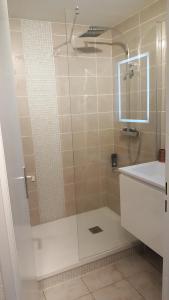 Ein Badezimmer in der Unterkunft Appartement T2 valras plage