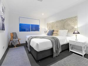 A bed or beds in a room at Isle of Serenity