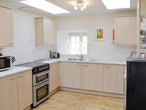 A kitchen or kitchenette at Linnets