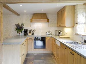 A kitchen or kitchenette at Ringslade Barn