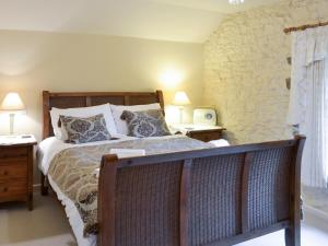 A bed or beds in a room at Ringslade Barn