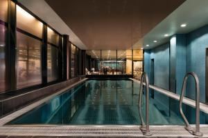 The swimming pool at or close to Adina Apartment Hotel Frankfurt Neue Oper