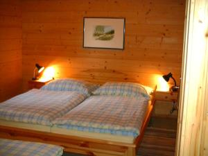 A bed or beds in a room at Appartements Zirbenalm