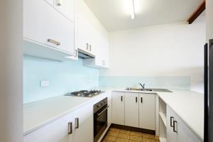 A kitchen or kitchenette at Accommodation Portland Victoria