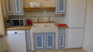 A kitchen or kitchenette at Domaine des Augers