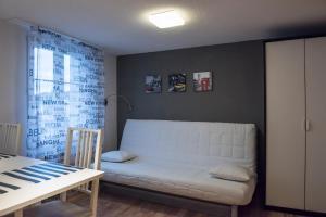 Ein Sitzbereich in der Unterkunft Ferienwohnung im Fürstenland