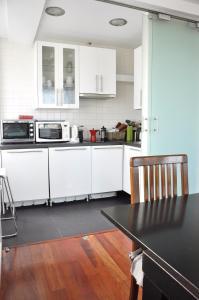 A kitchen or kitchenette at APTO. CON VISTAS PALACIO REAL