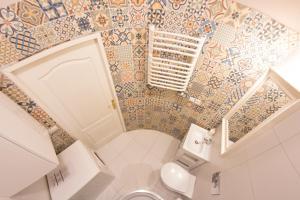 A bathroom at Fresh Apartments