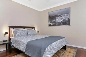 A bed or beds in a room at Sensational 1 Bedroom Apartment in New Farm