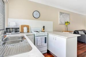 A kitchen or kitchenette at Sensational 1 Bedroom Apartment in New Farm
