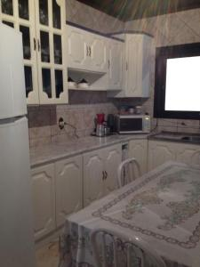 A kitchen or kitchenette at Casa nego