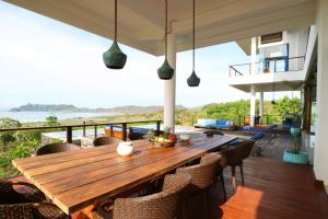 The lounge or bar area at Villa Nambung