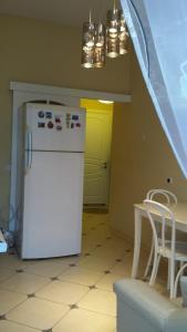 A kitchen or kitchenette at В Пионерском апартаменты