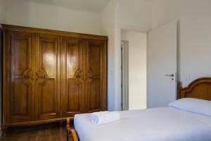 A bed or beds in a room at General Orgaz 14