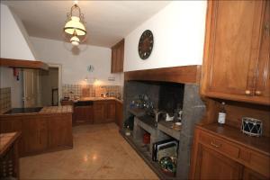 Cuisine ou kitchenette dans l'établissement Manor House