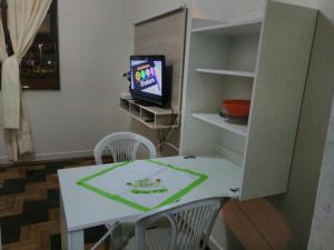 A television and/or entertainment center at Paraiso Beira Mar