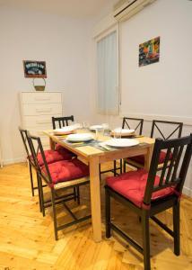 Ein Restaurant oder anderes Speiselokal in der Unterkunft Elegante piso en calle Goya