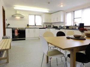 A kitchen or kitchenette at Brynich Villa
