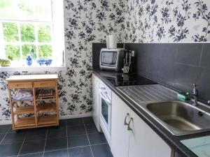 A kitchen or kitchenette at The Hayfield