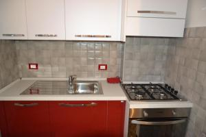 A kitchen or kitchenette at un passo dal mare