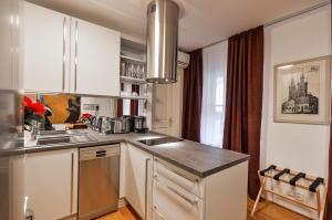 Kuchyň nebo kuchyňský kout v ubytování Romantic Apartment Prague near Charles Bridge