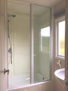 Een badkamer bij Minicamping Hoeve het Tij