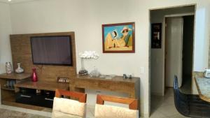 A bathroom at Apartamento-J. Camburi