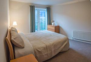A bed or beds in a room at Beautiful flat in amazing city centre location