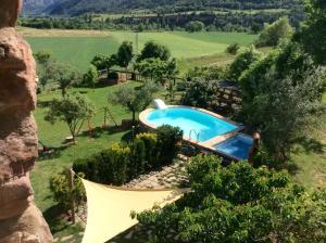 Vista de la piscina de Casa rural Pirineus o d'una piscina que hi ha a prop