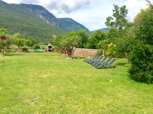 Jardí fora de Casa rural Pirineus