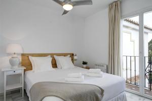 A bed or beds in a room at Apartamentos Marina Villages