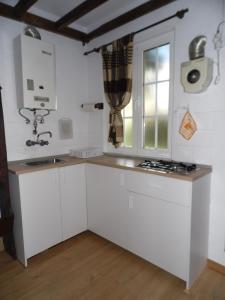 A kitchen or kitchenette at Casa do Limoeiro 1