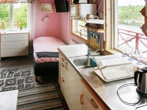 Ett kök eller pentry på Holiday Home Västra V