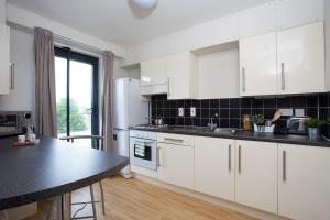 A kitchen or kitchenette at Chalmers Street - The Meadows (Campus Accommodation)