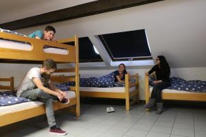 """Kinder, die in der Unterkunft Gite d'étape Musée rural """"A Schiewesch"""" übernachten"""