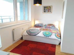 Кровать или кровати в номере Bright Apartment with Terrace