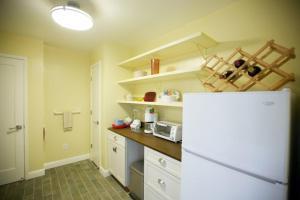 A kitchen or kitchenette at Ocean Beach Vista