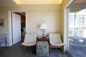 A seating area at Ocean Beach Vista