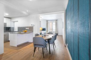 A kitchen or kitchenette at Slow Suites Bellas Artes