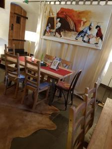 Reštaurácia alebo iné gastronomické zariadenie v ubytovaní Ferienappartements Oberstbergmeisteramt