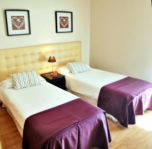 Llit o llits en una habitació de Aparthotel Encasa
