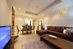 A seating area at Ahlan Holiday Homes - Orra Marina