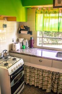 Una cocina o kitchenette en La Casita del Golf
