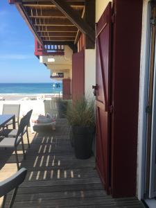 Ein Balkon oder eine Terrasse in der Unterkunft Appartement bord de mer - Hossegor